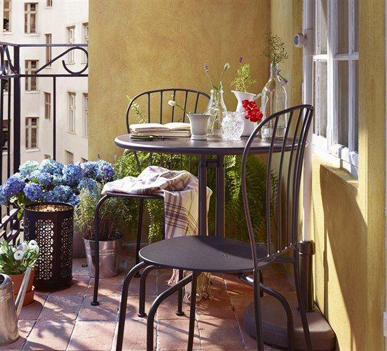 Vhodně zvolený nábytek lze použít i na tom nejmenším balkoně.