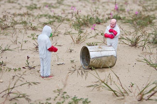 Minyatür Heykellerle Hayatın Zorluklarını Anlatan Isaac Cordal'dan Etkileyici Çalışmalar Sanatlı Bi Blog 13