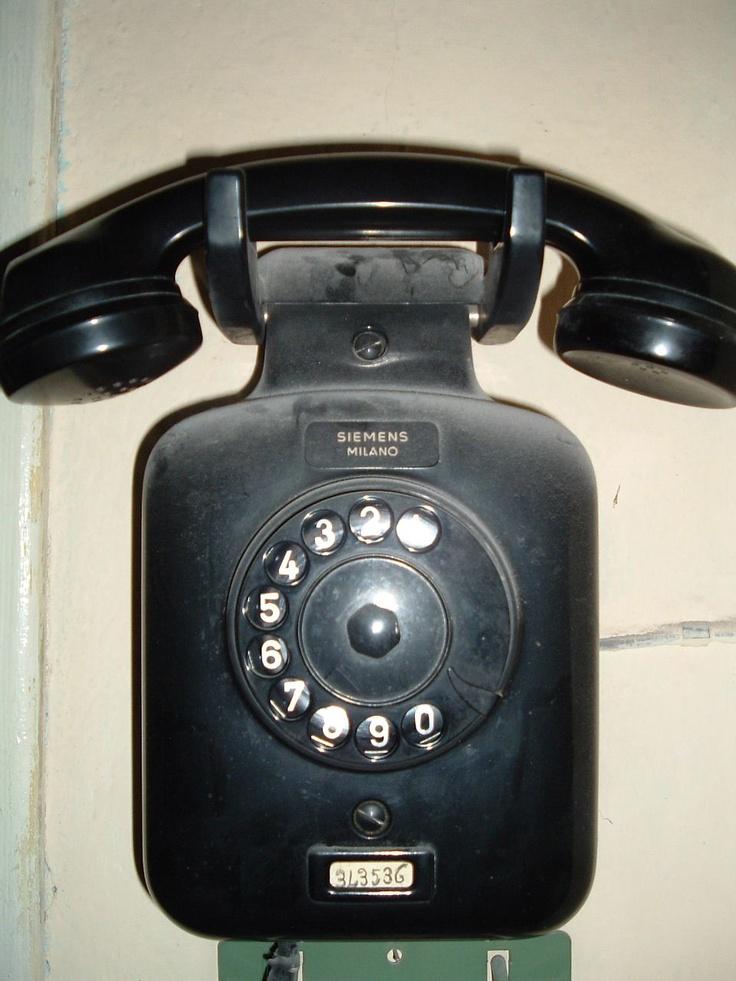 Il vecchio telefono a casa dei nonni... un po' impolverato...