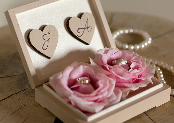 pretty initial wedding ring box ~ we ❤ this! moncheribridals.com