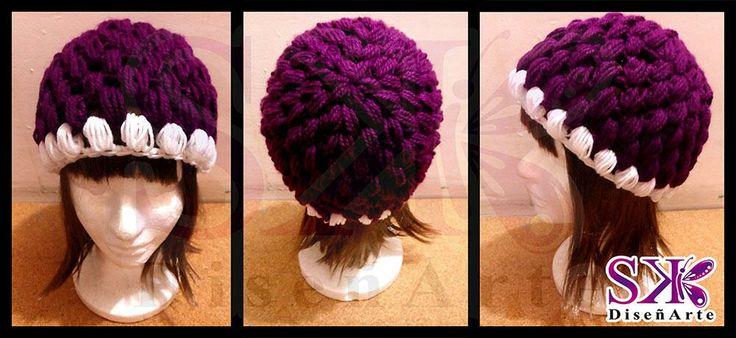 #Gorro para dama, hecho totalmente a mano. #crochet #ganchillo #colores #morado #blanco. ¡Haz tu encargo!