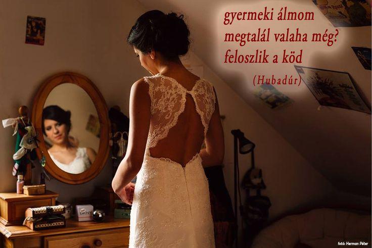 Esküvői haiku (Hubaiku) /A haikut írta: Street Gábor Huba meglepetésdalos ceremóniamester; Fotó: Herman Péter/