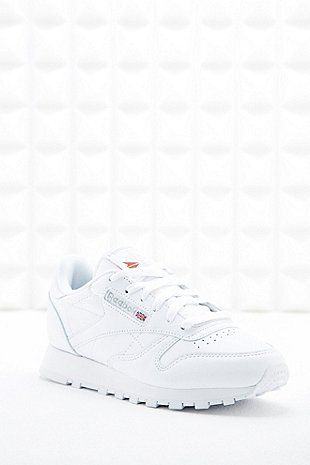Reebok - Baskets classiques en cuir blanches - Urban Outfitters