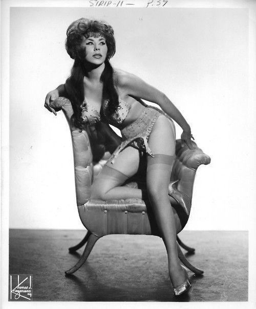 Sin-TanaKdo, Vintage Burlesque, Vintage Wardrobe, Vintage Elegant, Pin Up, Blog, Start Post, Burlesque Bombshell, Adorable Vintage