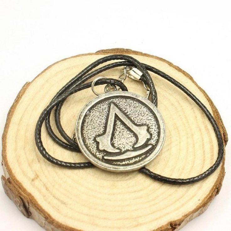 Assassins Creed Disc Necklace R80