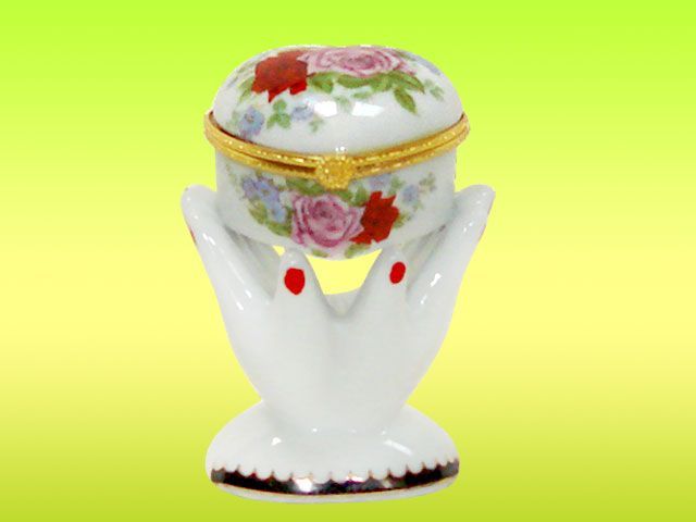 heart-shaped powder box with flowers pattern