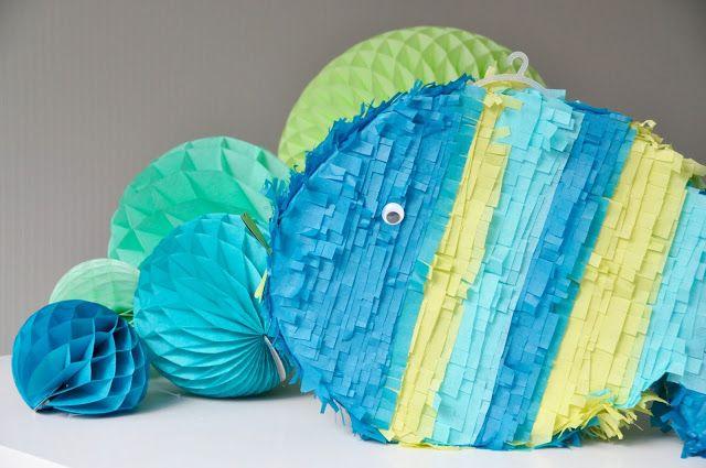 Wat maak jij?     Heb jij al babydekentjes gemaakt met deze handleiding? Of hangt de kast vol minirokjes?   Als je iets maakte met mijn ha...