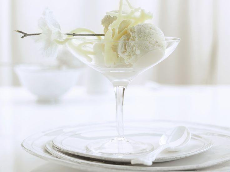 Habt Ihr schon mal Eis aus weißer Schokolade probiert? Ein Knaller! Eis aus weißer Schokolade - smarter - Zeit: 40 Min. | eatsmarter.de