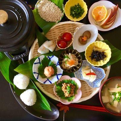 「旅館の朝ごはん」というと、メインの焼き魚やだし巻き卵、小鉢が並んでいたりと栄養バランスにも優れていて見た目も華やかです。時間に余裕のある休日は「旅館の朝ごはん風レシピ」で彼をおもてなししてみませんか。