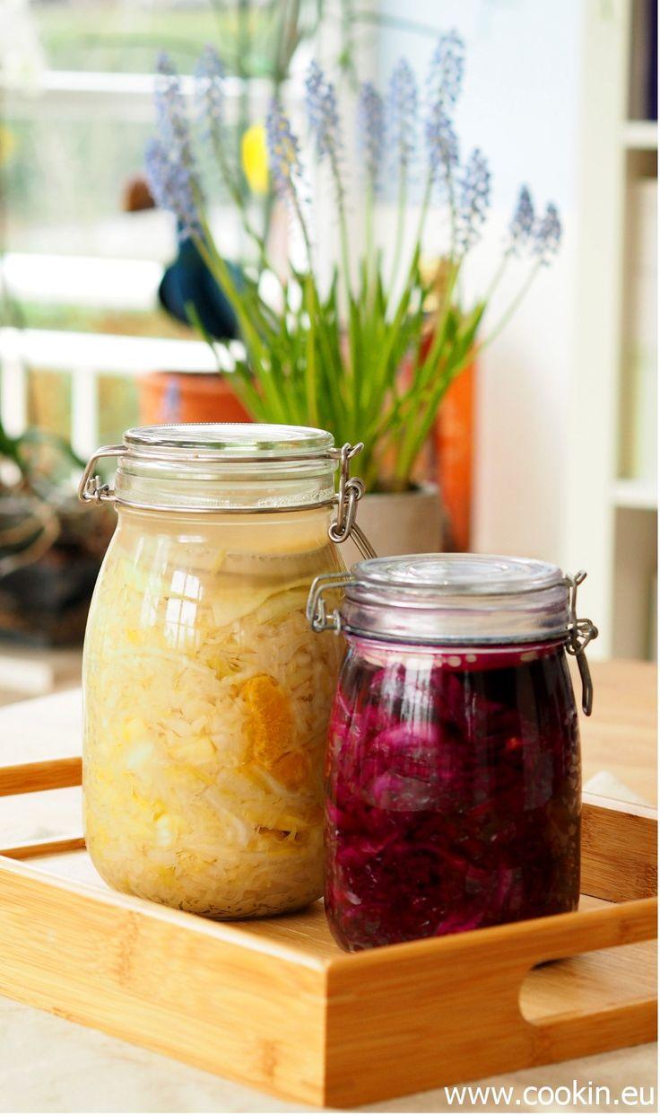 Zwei tolle Sauerkrat-Rezepte: ein Mal mit Weisskohl, Apfel und Orange und ein Mal mit Rotkohl...