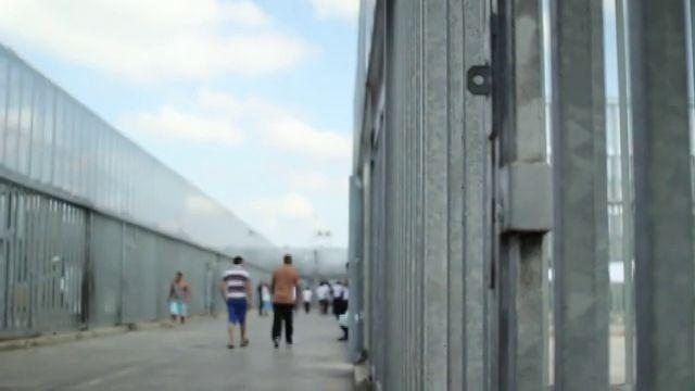 Non hanno commesso alcun reato, eppure rischiano di passare 18 mesi dietro le sbarre in attesa di essere espulsi.