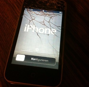 FOR SALE: Apple iPhone 3GS 8gb - Black AT Smartphone Cracked Screen