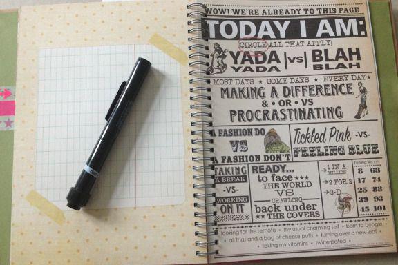 """Smashbook journal """"Pink Pretty Style"""". Tilfældigt opslag og den indbyggede 2-i-1 pen med tush og limstift. Fotograf: Susanne Randers"""