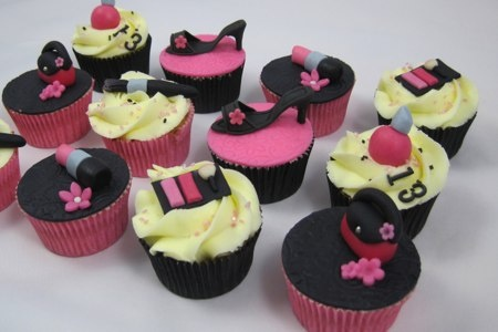 Cupcakes make-up, shoes, bags and more.. / Cupcakes schoenen, tassen, make-up etc