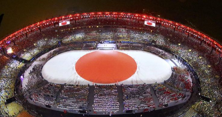 The Japanese flag is formed during the closing ceremony for the 2016…