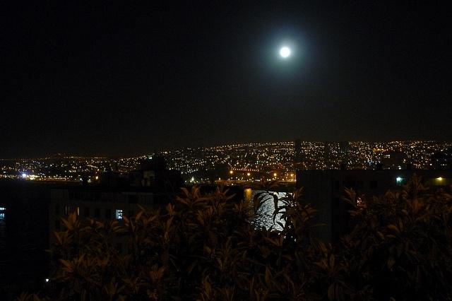 Valparaíso at night