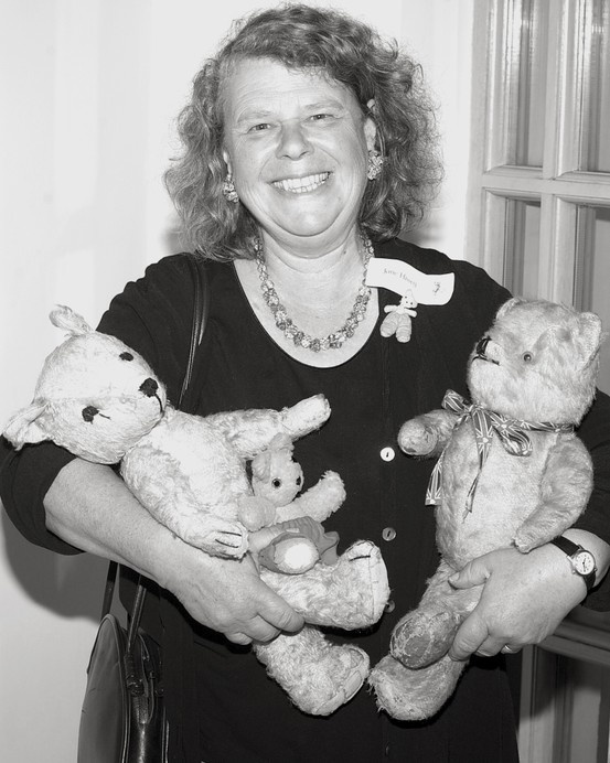 Jane Hissey author of Old Bear, Photography by Lynda Kelly at Butterfly Portraits