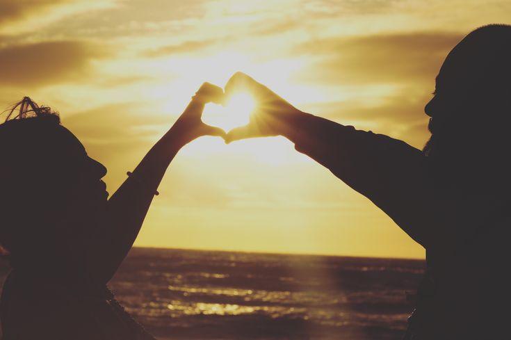 幻想的♡ . ハワイのマジックアイランドはサンセットがすてき💕 . ♥︎・。.。*♥︎*。.。・*♥︎*・。.。*♥︎ #weddingsofhawaii #ビーチウェディング #ハワイ #ウェディングフォト #ハワイウェディング #ビーチ #ゴープロのある生活 #女子旅 #美しい #ブライダル #フォト #インスタ #リゾート #白い砂浜 #ウクレレ #サーフィン  #ホテル #ハワイフェア #カメラ好き #旅 #旅行 #旅好き #海外  #サンセット #虹 #写真好きな人と繋がりたい #フォトジェニック  #ハワイ好き #インスタ映え #エスクリ ♥︎・。.。*♥︎*。.。・*♥︎*・。.。*♥︎ 詳しくは☞ 【wedhawaii.jp】で検索🎶✨