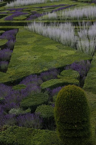 Not a design to be taken lightly, but, oh, if I had many millions and many minions! (At Villandry Castle Garden, France)