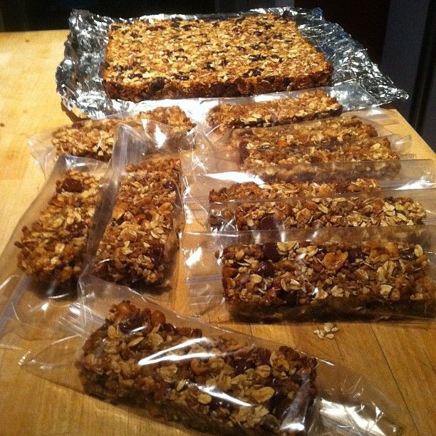 Delicious homemade granola bars that are a healthy snack and easy to make too!!