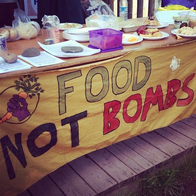 Group of Good Deeders giving away free food at the festival, promoting that everyone should have the right to eat. Anyone anywhere can create their own food not bombs in their own community www.foodnotbombs.net #gooddeedsproject