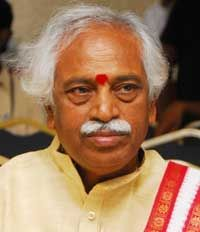 BJP national vice-president and Secunderabad MP Bandaru Dattatreya on Friday urged Union Power & Coal Minister Piyush Goyal to set up underground mines for coal linkage and to establish four 500MW solar plants, to overcome power crisis in the state.