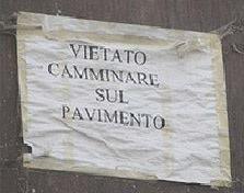 DA OGGI SI VOLA #curiosità #cartelli #strani http://www.ilpeggiodellarete.it/da-oggi-si-vola/