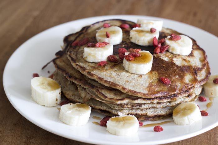 Regelmatig zie ik lekker makende wafels of zoete pannenkoekjes op Instagram voorbij komen! Toen ik in het receptenboek Powerfood van Rens Kroes het recept zag voor sweet pancakes was ik gelijk verk...