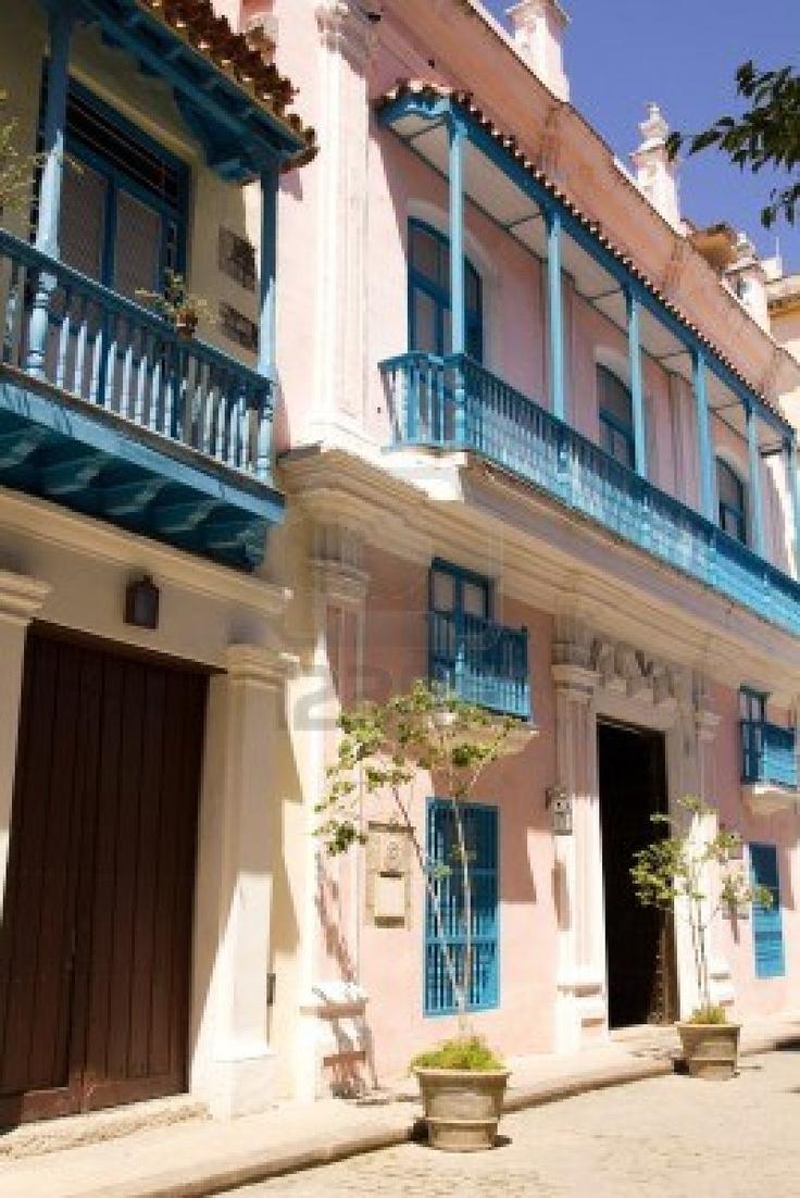 La calle de La Habana Vieja. Típica arquitectura colonial española. Cuba