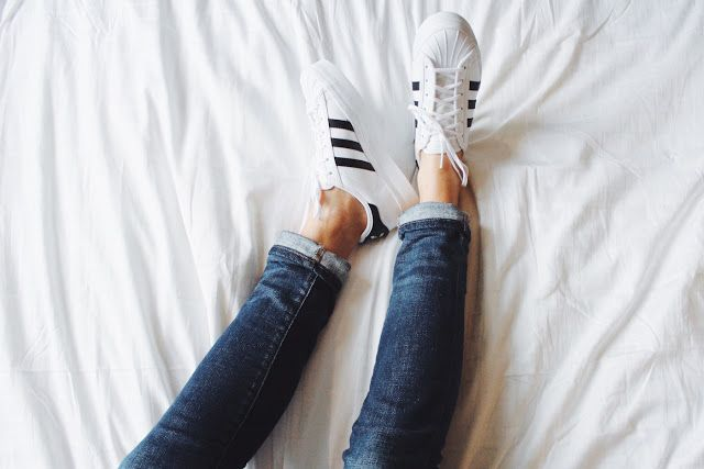 I love white sneakers! | Cristina Mancort
