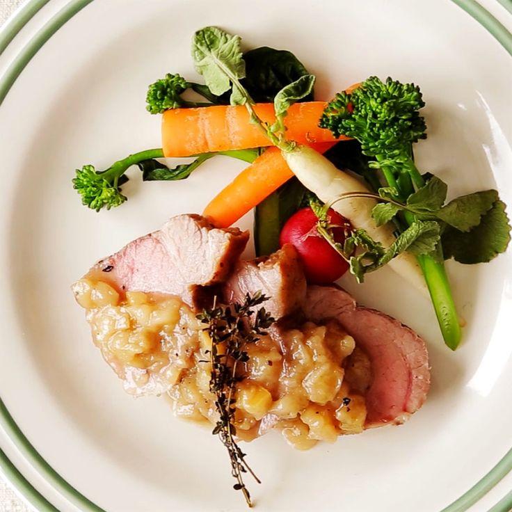 Não há nada mais suculento e gostoso do que um belo lombo de porco assado com vinagre e maçã.