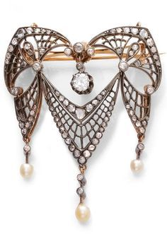 AN ART NOUVEAU DIAMOND AND PEARL BROOCH/PENDANT, CIRCA 1890. Openwork brooch with garlands and palmette motifs, set with a circular-cut diamond and rose- and single-cut diamonds, suspending 3 pearl pendants, mounted in silver-topped gold. 5.3 x 4.5 cm. #ArtNouveau #brooch #pendant