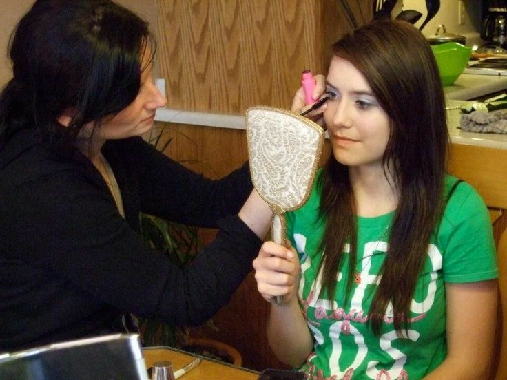 KESmakeup: TEEN MAKE-UP LESSONS!! We travel to YOU, within Windsor/Chatham ON. Please contact Kelly at k.e.s.makeup@gmail.com.  You can 'LIKE' us on our fanpage: www.facebook.com/k.e.s.makeup.  AND follow us on TWITTER!!!