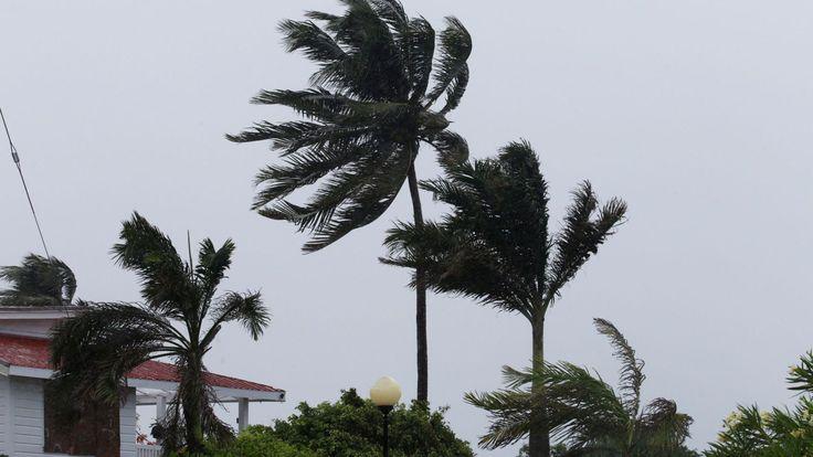 Flood Threat As Hurricane Earl Batters Belize - http://thisissnews.com/flood-threat-as-hurricane-earl-batters-belize/