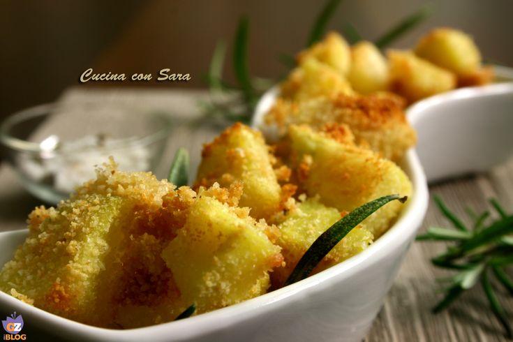 """Patate sabbiose al rosmarino. Le patate sabbiose sono un contorno davvero sfizioso; patate morbide all'interno e con una croccante """"panatura"""""""