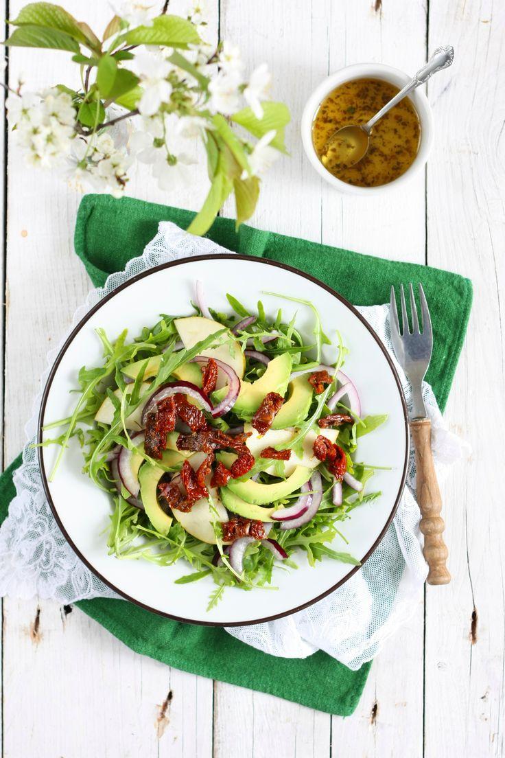 sałatka z rukolą gruszką i awokado, salad