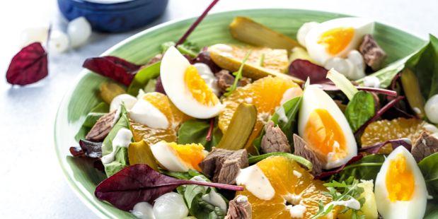 Een recept voor heerlijke, winterse salade van spinazie, riblappen en mineola.