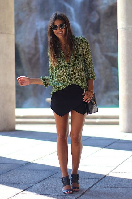 trendy_taste-look-outfit-street_style-fashion-moda-green_shirt-lime-lima-verde-camisa-blouse-blusa-zara_skirt-falda_pantalón-ray-ban-clubmaster-black_sandals-sandalias_negras-12 by Trendy Taste, via Flickr