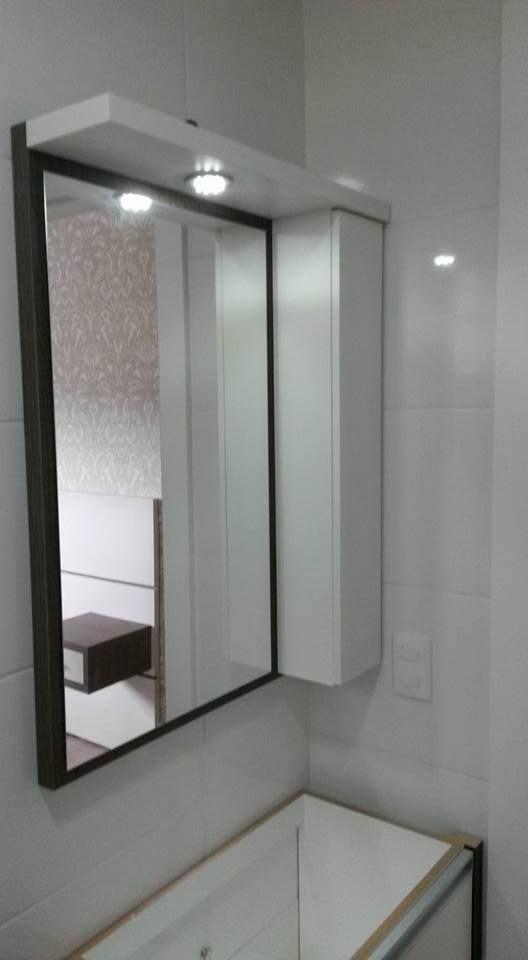 Espelho de Banheiro com armarinho Joinville sob Medida Móveis de Madeira e Áreas de Festa  http://www.joinvillesobmedida.com.br contato@joinvillesobmedida.com.br (47) 3438-7532 / (47) 99931-6508