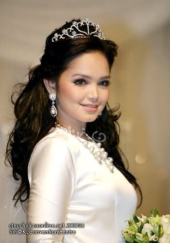 The queen siti nurhaliza