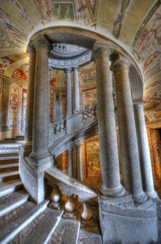 Il palazzo Farnese di Caprarola (la scala Regia e la sala di Ercole) a 360°