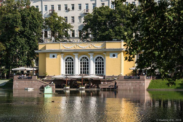 Патриаршие пруды  -  Москва.