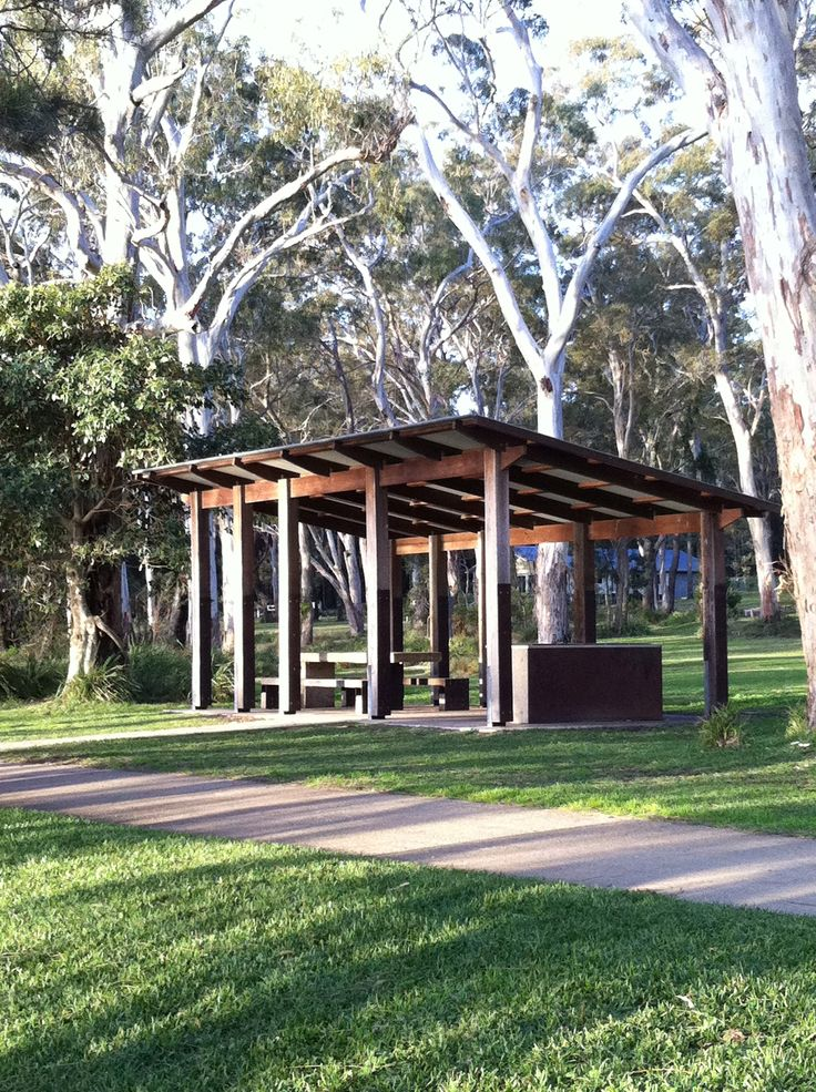Enjoy a bbq by the lake at one of the three waterfront undercover barbecue areas. Stay at Wallarah Lodge and they will provide all the essentials for you to pack a picnic.