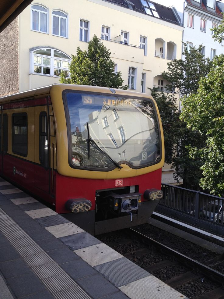 Unique S nach Spandau am S Bahnhof Savignyplatz
