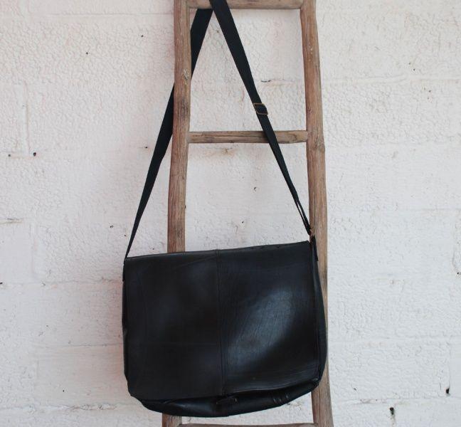 Stor veske i resirkulert dekk / Bag made of used tyres