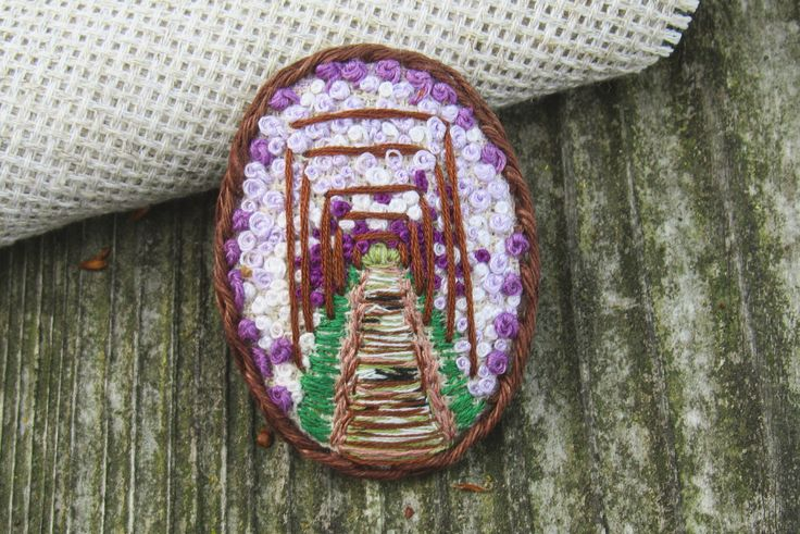 Embroidered brooch 3x4 cm #brooch #embroidery #handmade #japan #clover #wisteria #embroideredbrooch