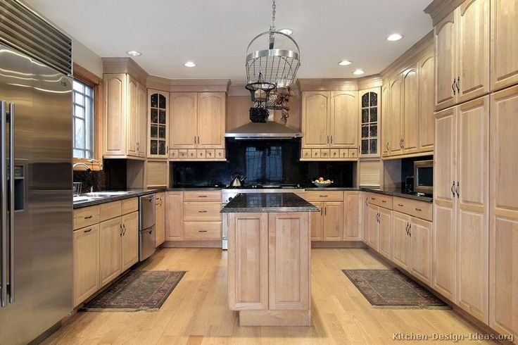 Traditional Whitewash Kitchen Cabinets (Kitchen-Design-Ideas.org)