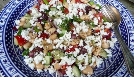 Griekse Salade Met Witte Bonen (Salata Fasólia Gigantes) recept   Smulweb.nl