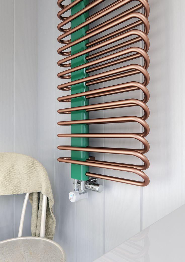 Le radiateur MICHELLE a été créé sur la base d'un radiateur sèche serviettes classique. Son collecteur positionné asymétriquement avec des profilés cintrés aère le radiateur. Il s'intègrera facilement dans votre cuisine et votre salle de bain. Le radiateur est disponible aussi en chrome et trois versions : eau chaude, électrique ou mixte grâce à la vanne décorative permettant de monter le kit résistances. Puissance 365 – 1172 W. Modèle chromé 256 – 820 W.