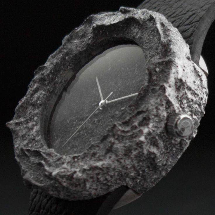 LaLunar Watch est une créationétonnante, puisque cette montreesttaillée dans une authentique rochelunaire ! Les pierres utilisées par les designer